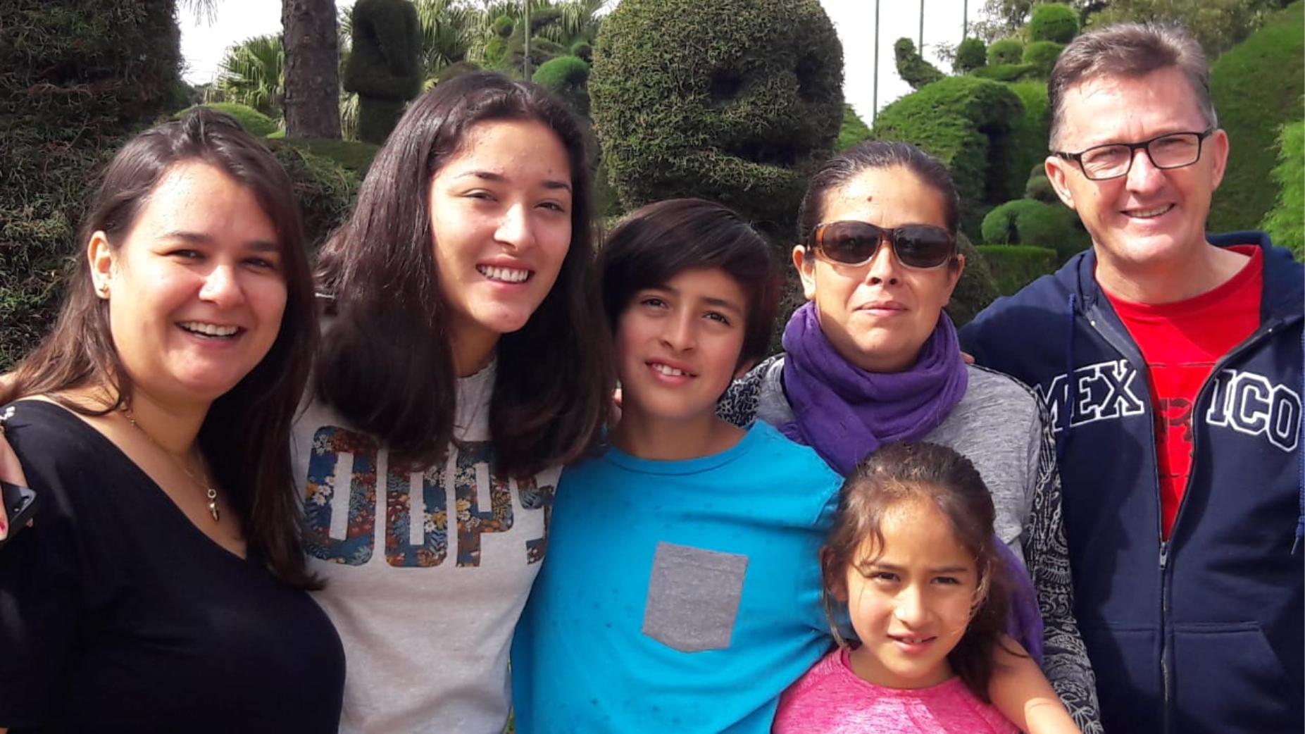 Intercambista do Rotary recebe visita da família do México