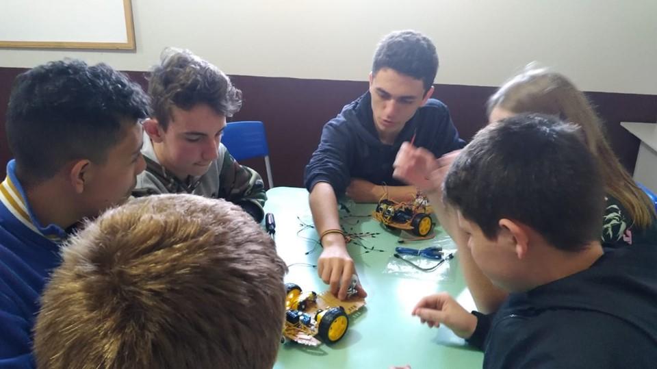 Estudante do Campus Ibirubá ensina robótica para alunos da rede municipal