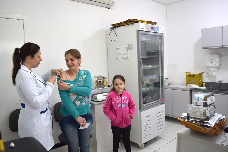 Vacinas estão disponíveis para todos os públicos a partir desta segunda nos postos de saúde