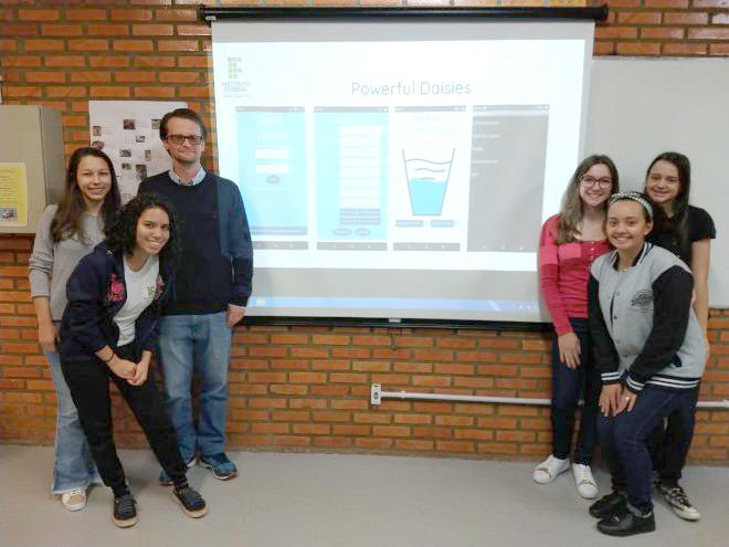 Alunas do professor Alex Weber concorrem a prêmio internacional com aplicativo de prevenção a suicídio