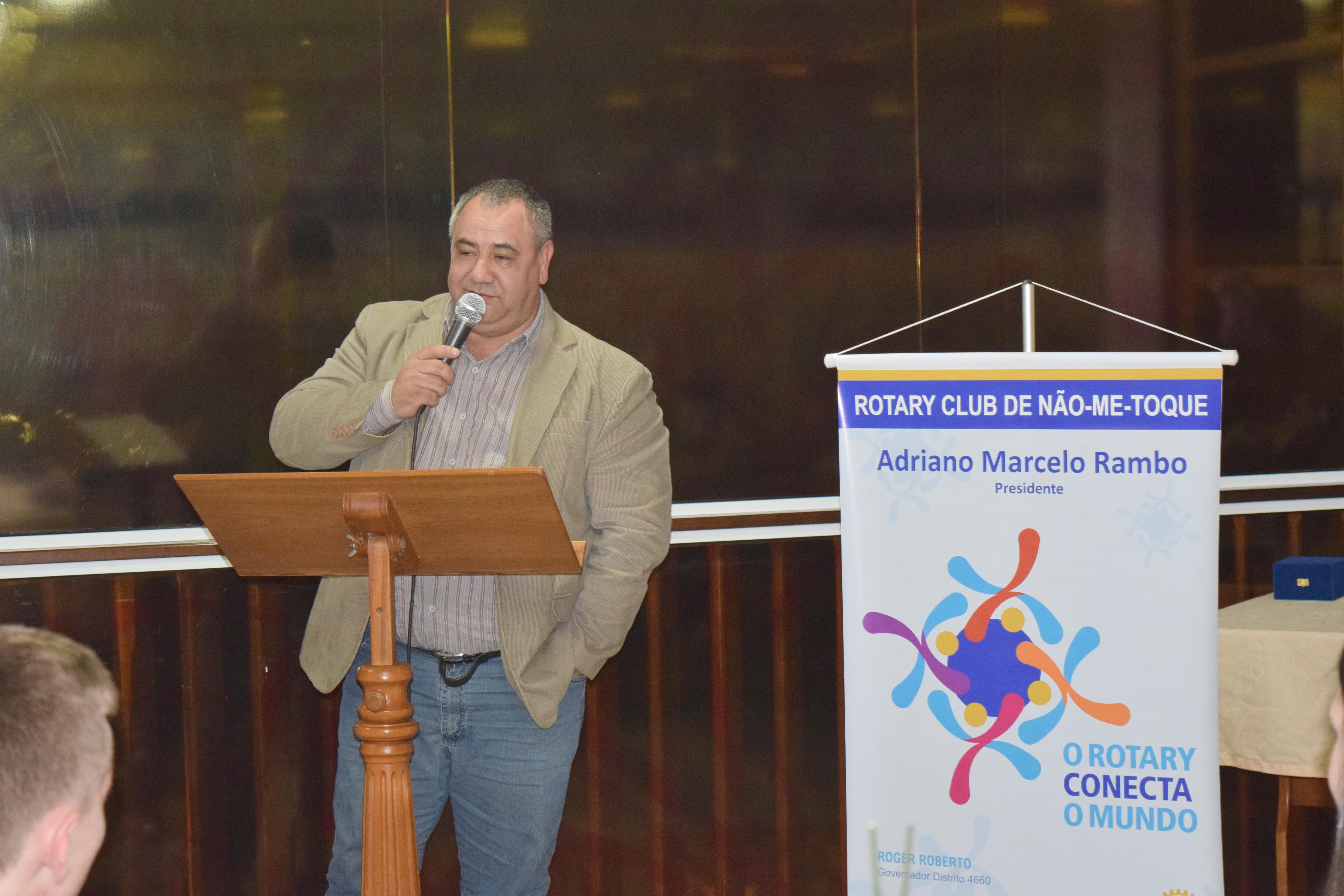 Novos dirigentes assumem inspirados pelo lema: O Rotary Conecta o Mundo