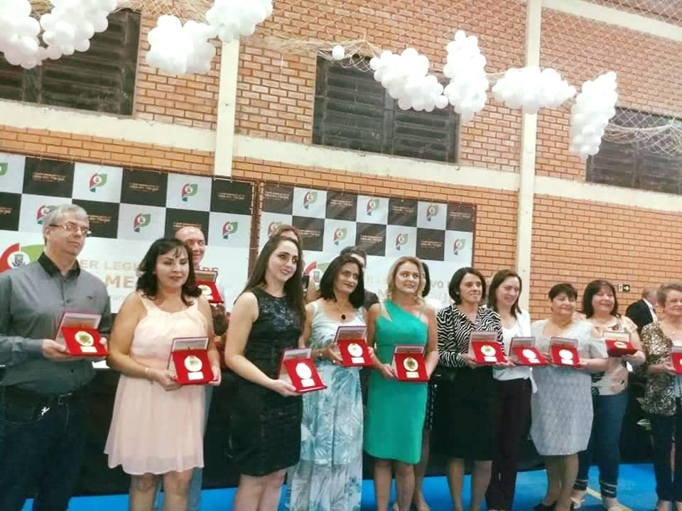 Construtor do Saber: 16 Professores receberam honraria