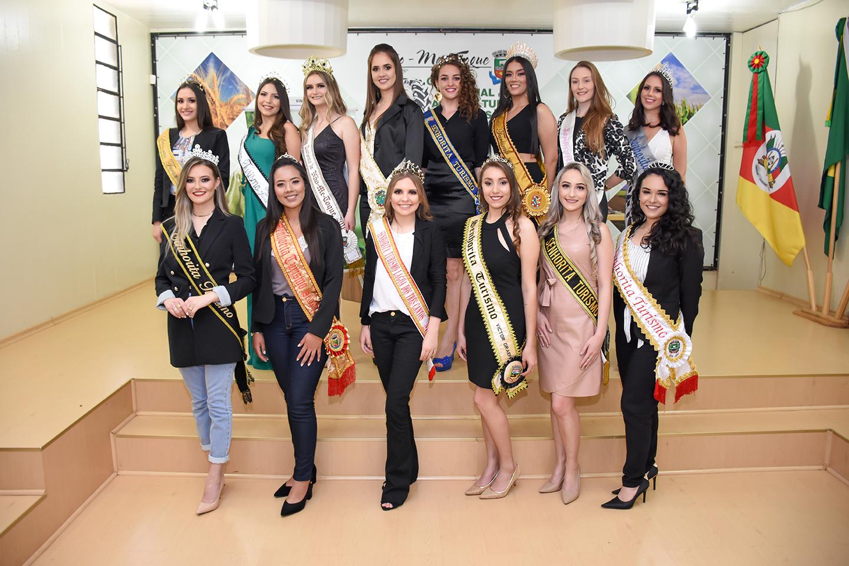 Candidatas a corte de Senhoritas Turismo da Rota das Terras Encantadas participaram de workshop