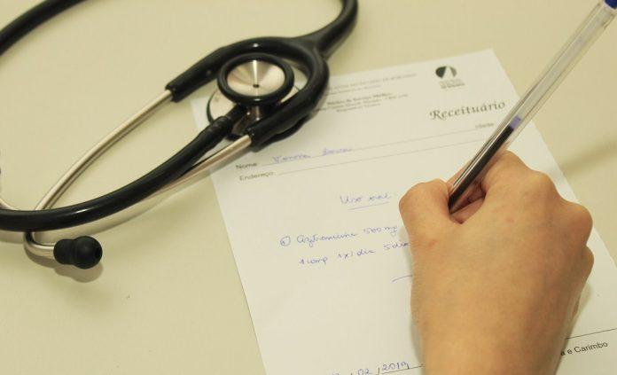 Bolsonaro sanciona receita médica sem validade durante isolamento social