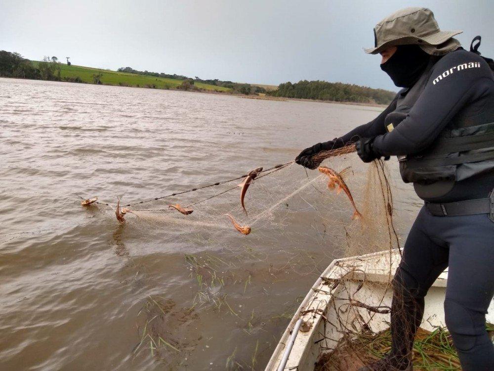 Polícia apreende mais de 1km de redes na barragem de Ernestina