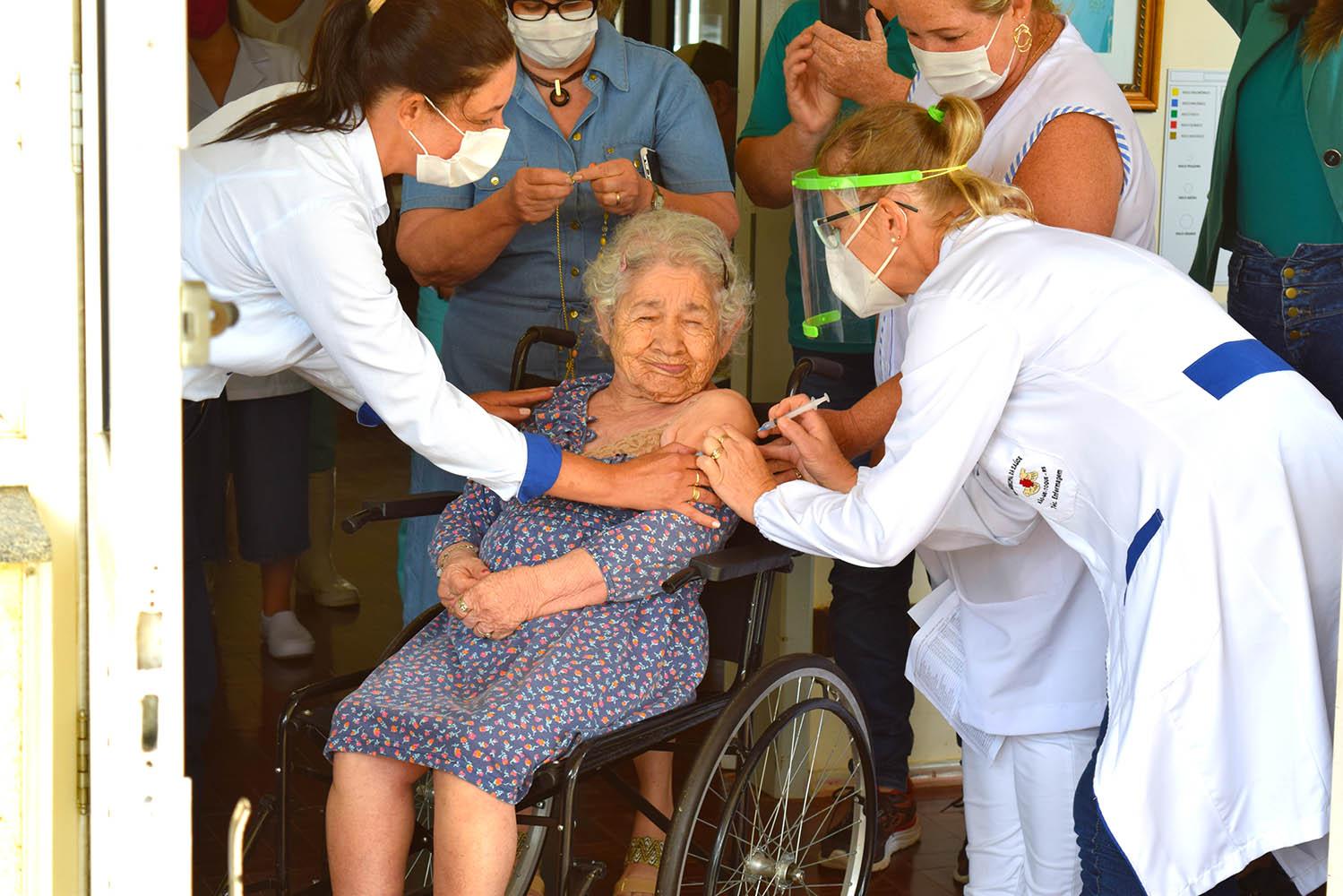 Não-Me-Toque inicia vacinação contra a Covid-19