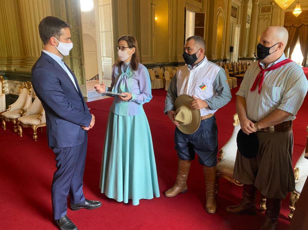 Presidente do MTG, Gilda Galeazzi oferece galpões para vacinação