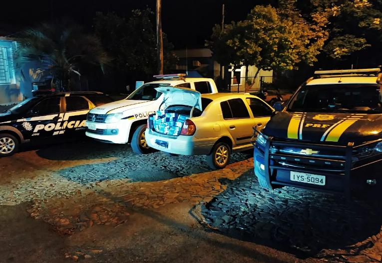 PRF, PC e PM prenderam três contrabandistas armados com carro carregado de cigarros paraguaios