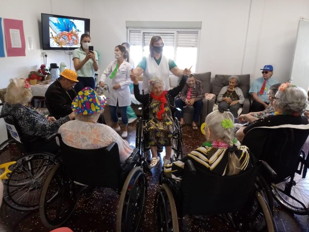 Carnaval é festejado no Lar do Idoso