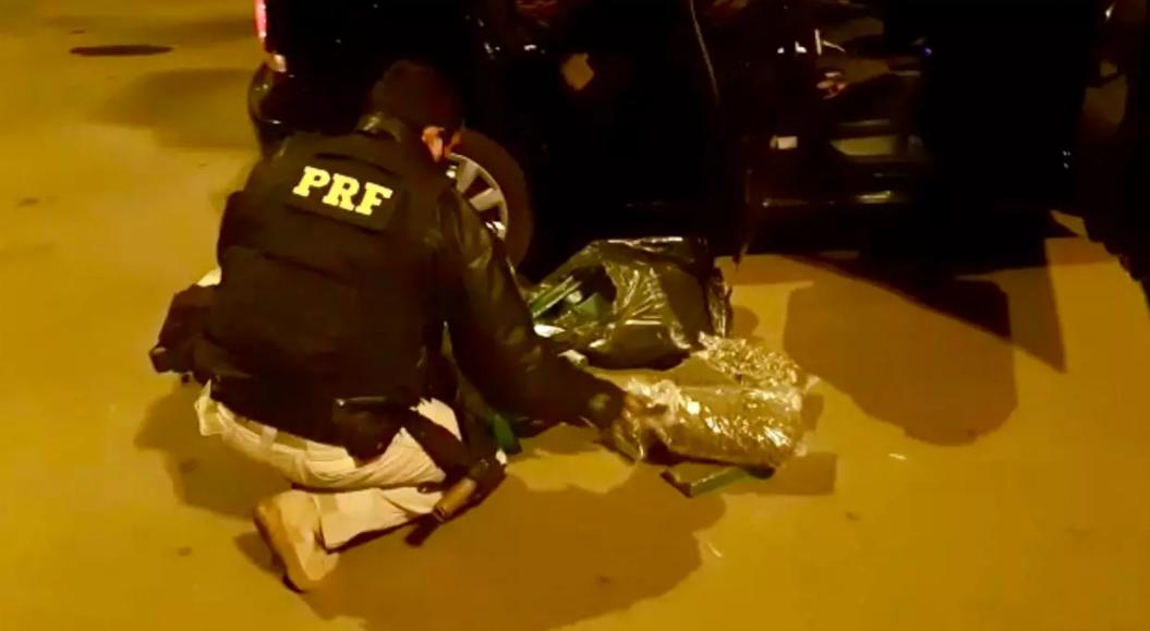 PRF prende traficante com maconha e skank na BR 386 em Sarandi