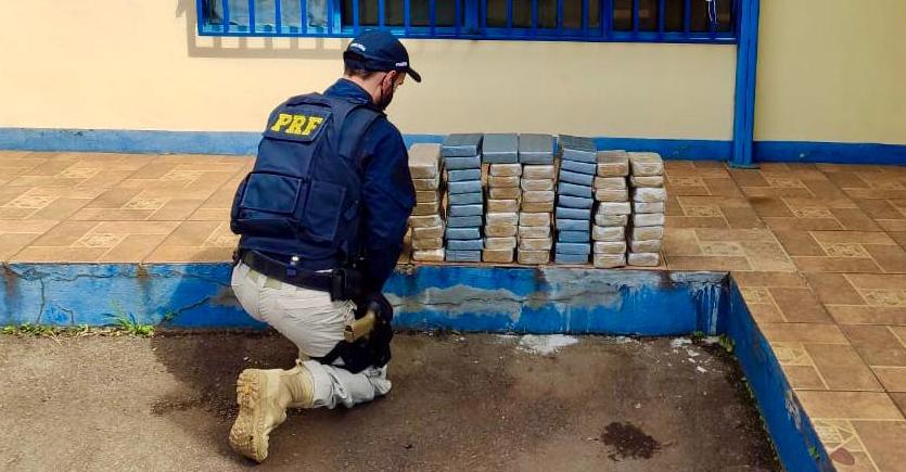 Foragido da justiça é preso pela PRF com 73 kg de crack e cocaína na BR 386 em Sarandi
