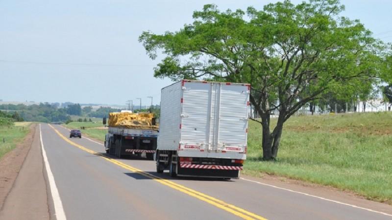 Mortes no trânsito caem durante a pandemia, exceto entre caminhoneiros