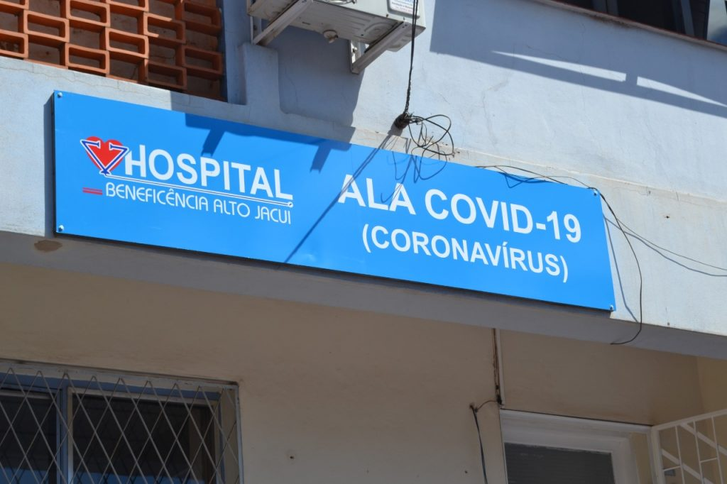 Pacientes internados na Ala Covid-19 de Não-Me-Toque aguardam por um leito de UTI