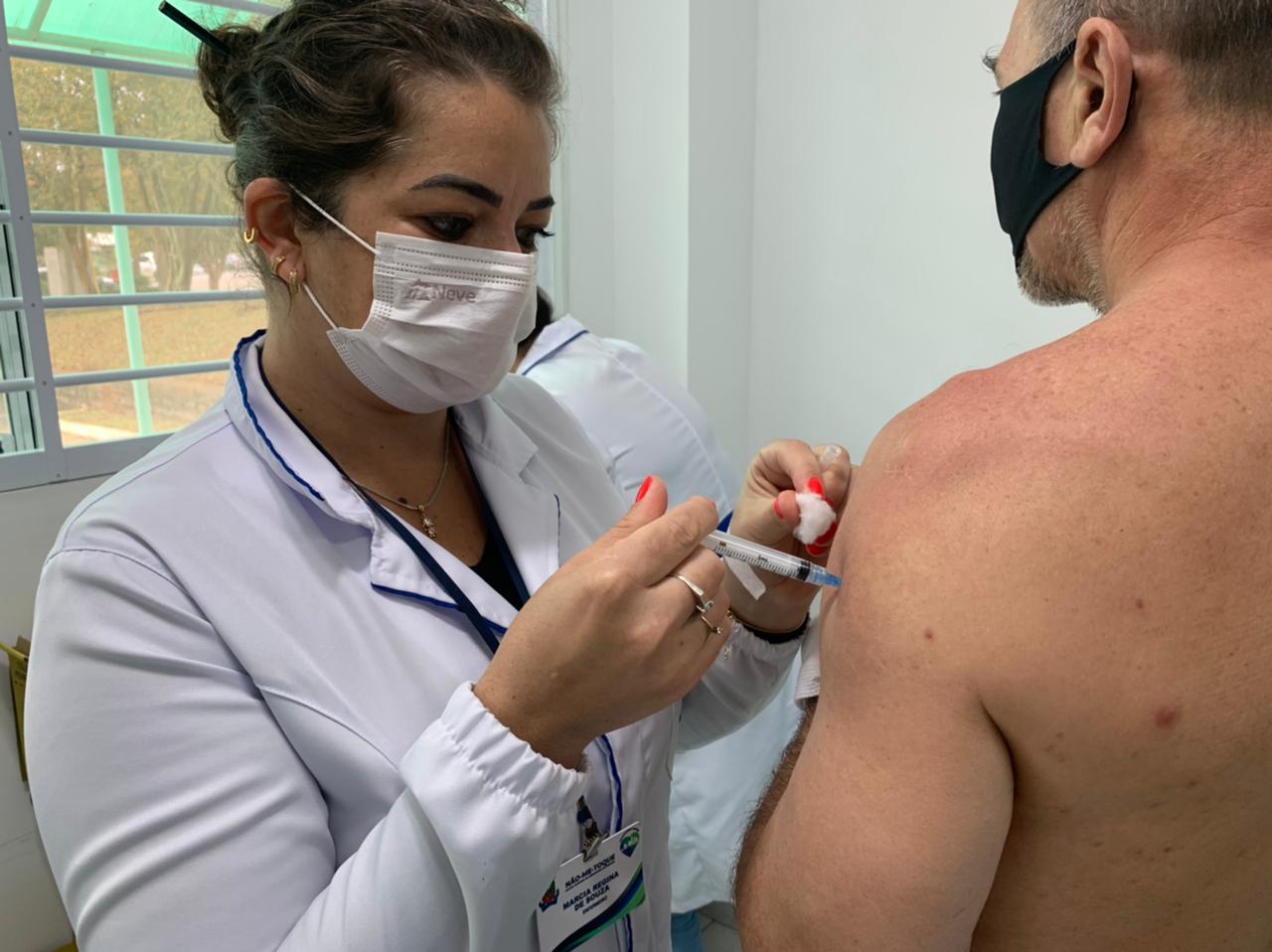 Pessoas de 37 anos ou mais serão vacinadas contra a Covid-19 neste sábado