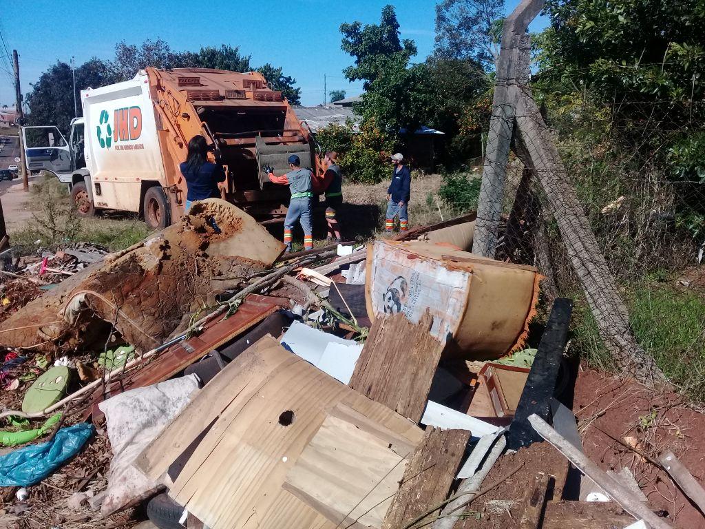 Departamento de Meio Ambiente de Não-Me-Toque realiza limpeza de 50 pontos de descarte irregular de resíduos