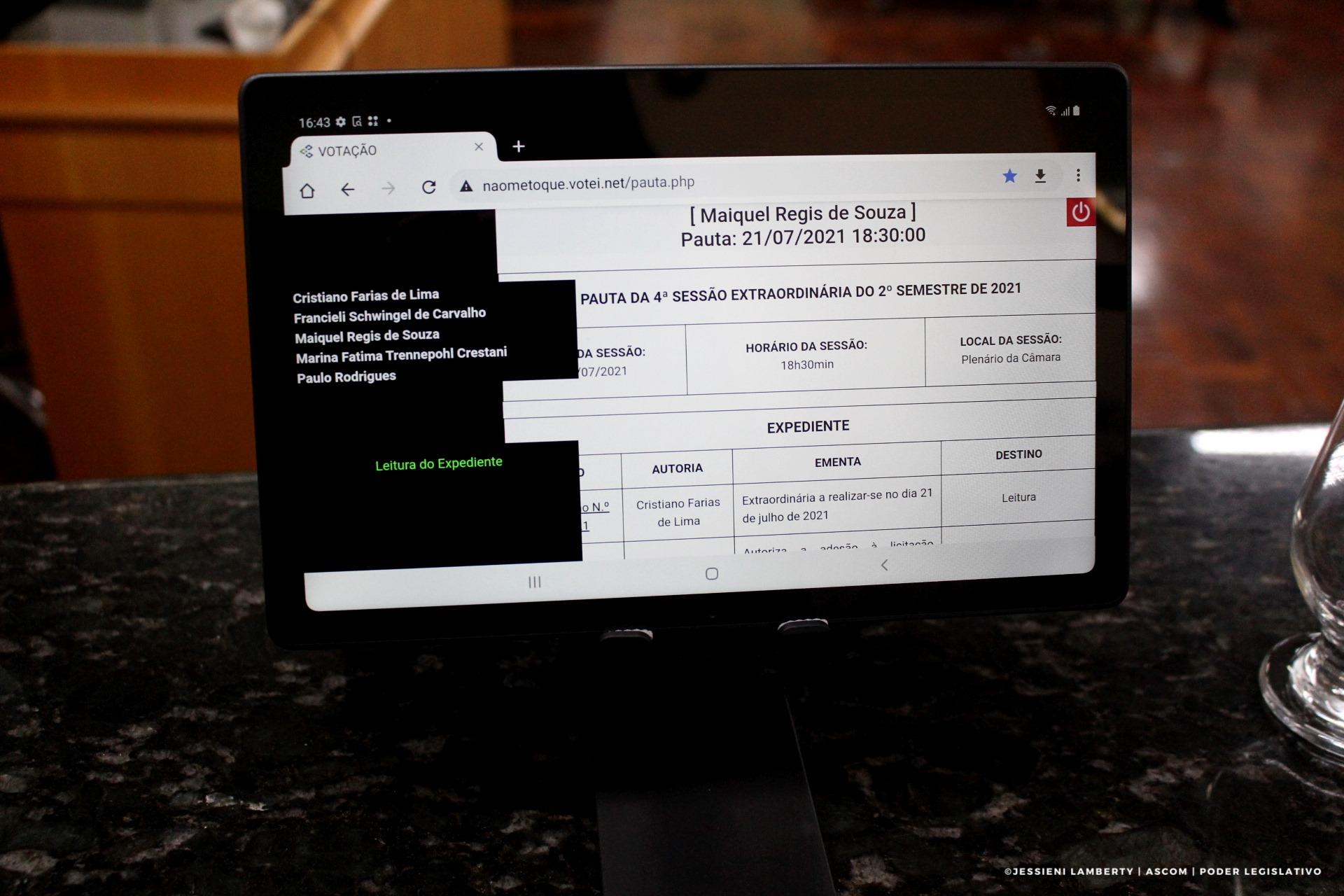 Sistema eletrônico de votação por tablets começa a ser usado na Câmara de Vereadores de Não-Me-Toque