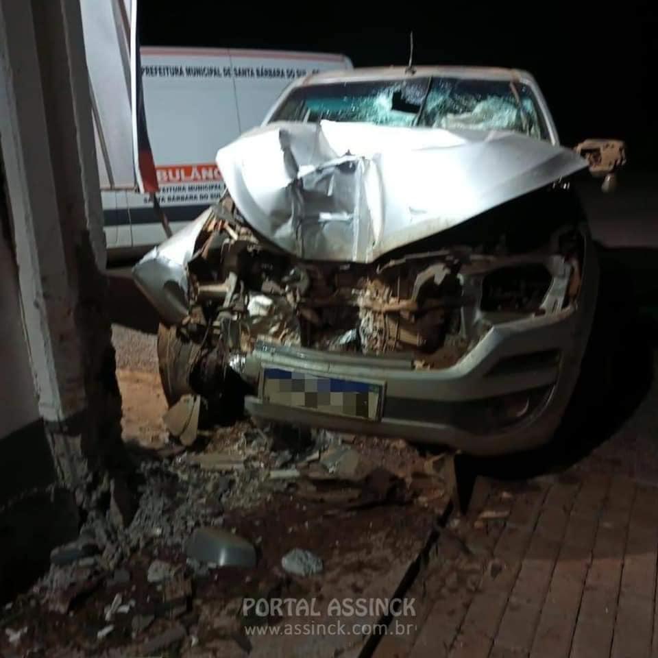Acidente na ERS-506 deixa camionete destruída