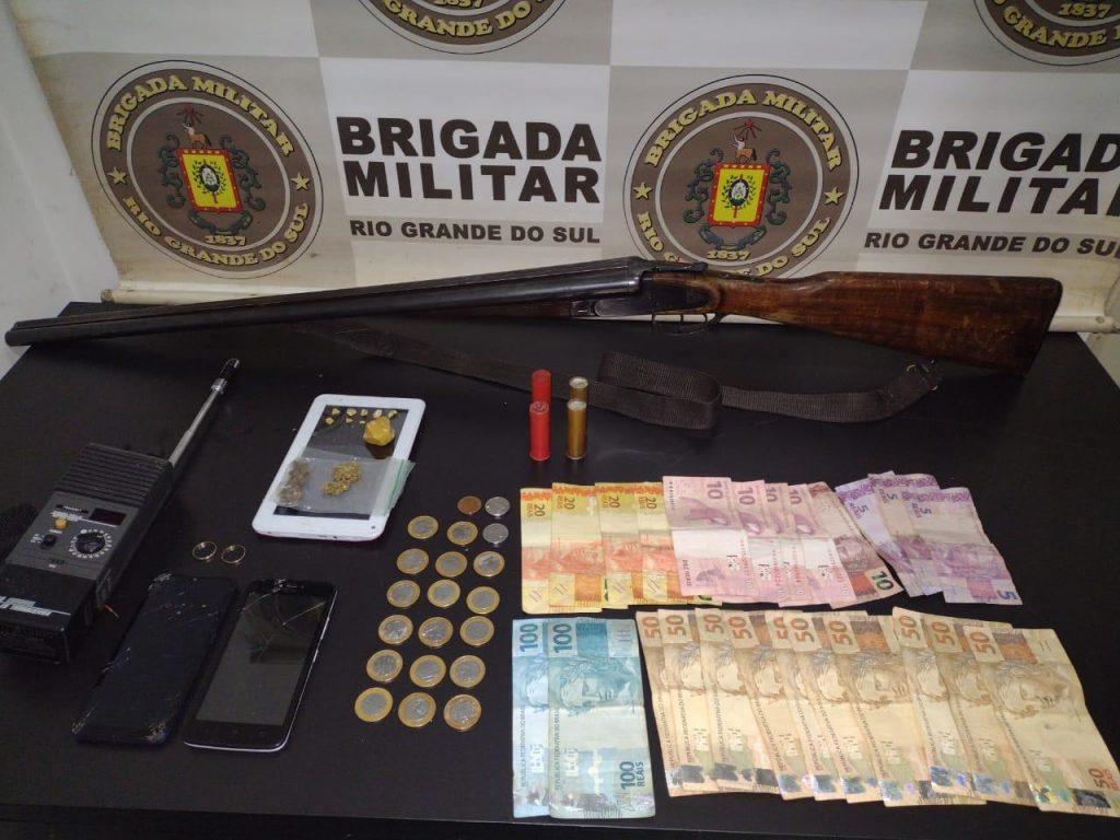 Brigada Militar prende homem com arma e drogas em Passo Fundo