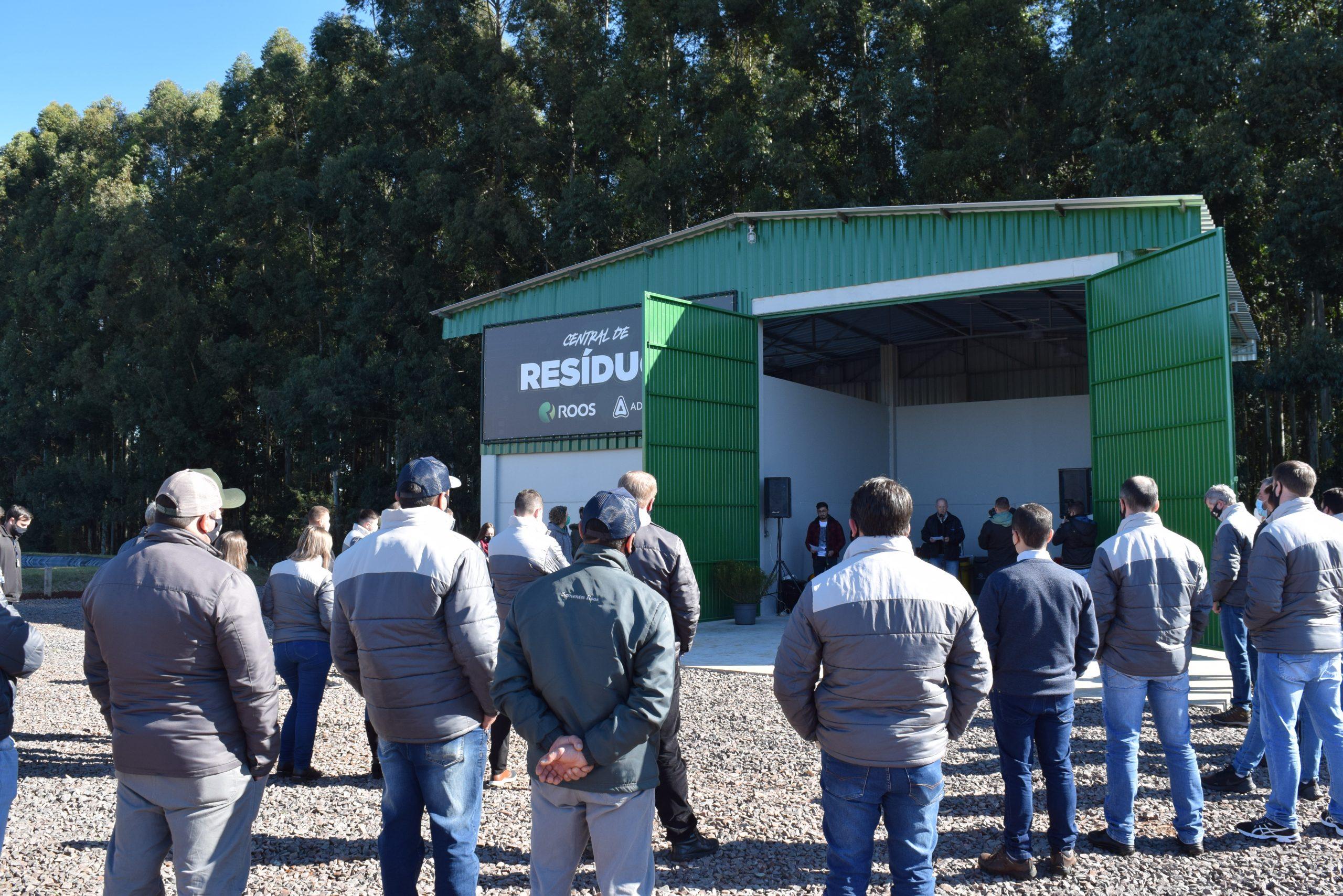 Empresa Roos inova instituindo sistema de coleta, separação e destino de resíduos nas 12 unidades