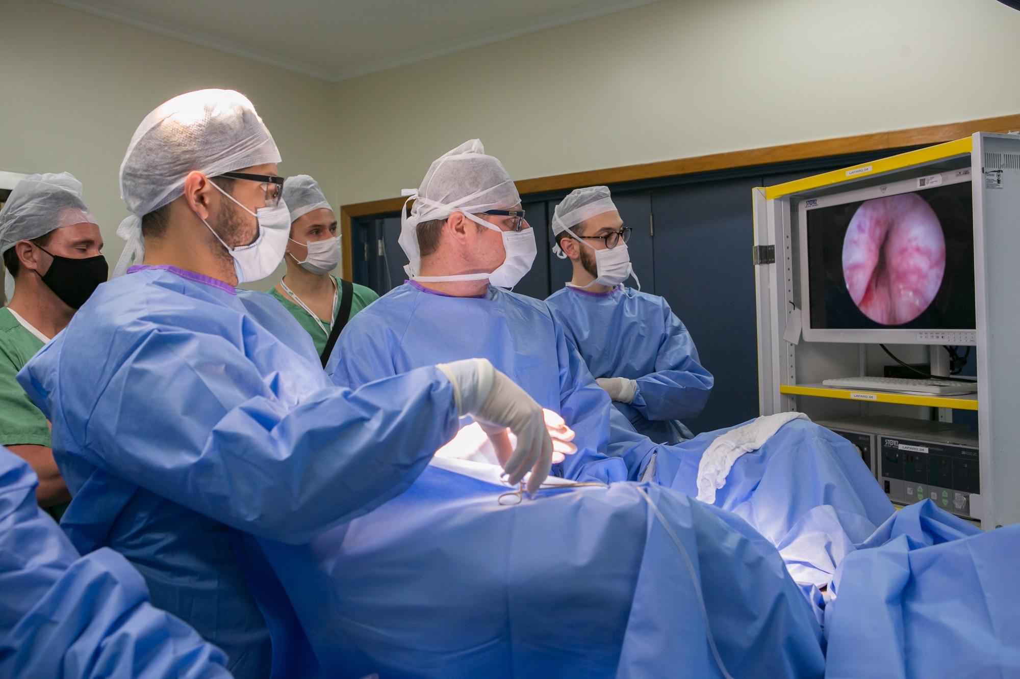 Hospital Moinhos de Vento realiza procedimento pioneiro no Rio Grande do Sul para o tratamento de doença da próstata