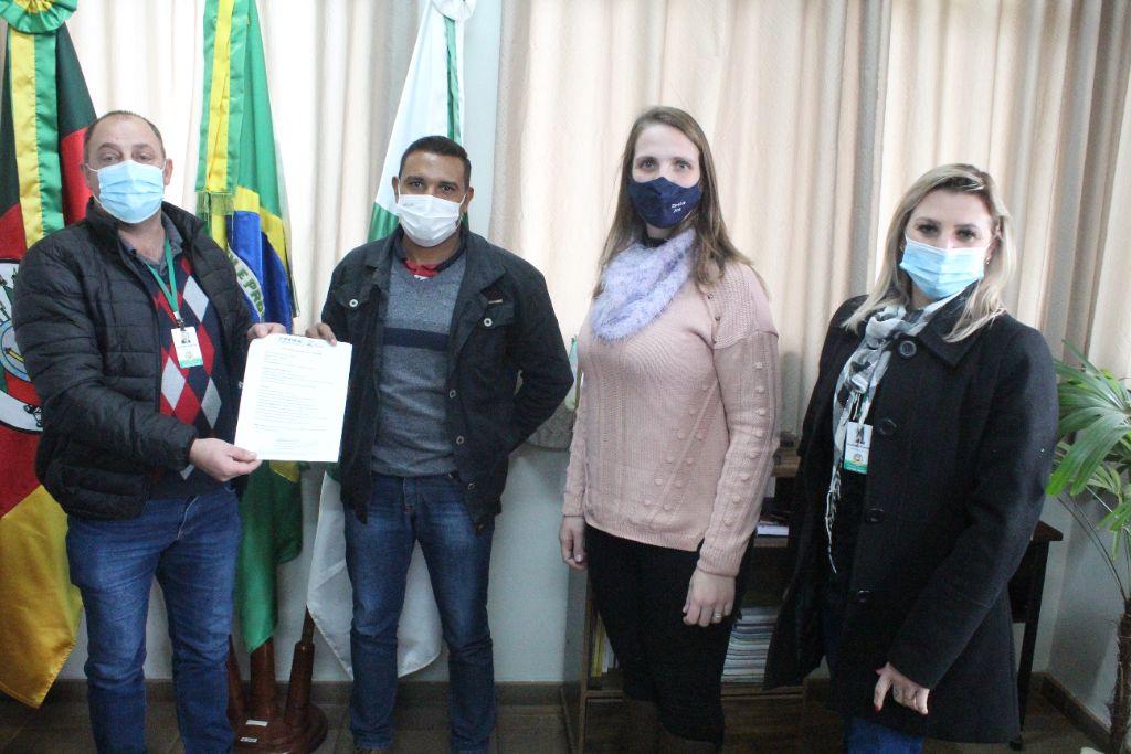 Administração Municipal de Victor Graeff e Emater realizam parceria em prol da Praça Tancredo Neves
