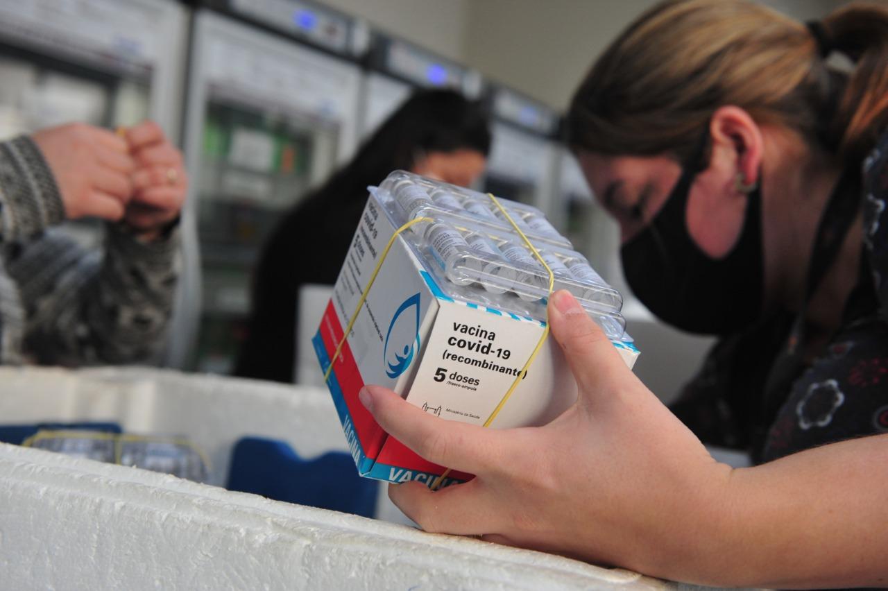 Estado distribuirá doses de Pfizer para avançar a imunização contra Covid-19 de adolescentes