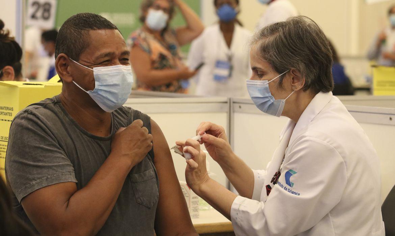 Brasil chega à marca de 100 milhões de doses de vacinas aplicadas