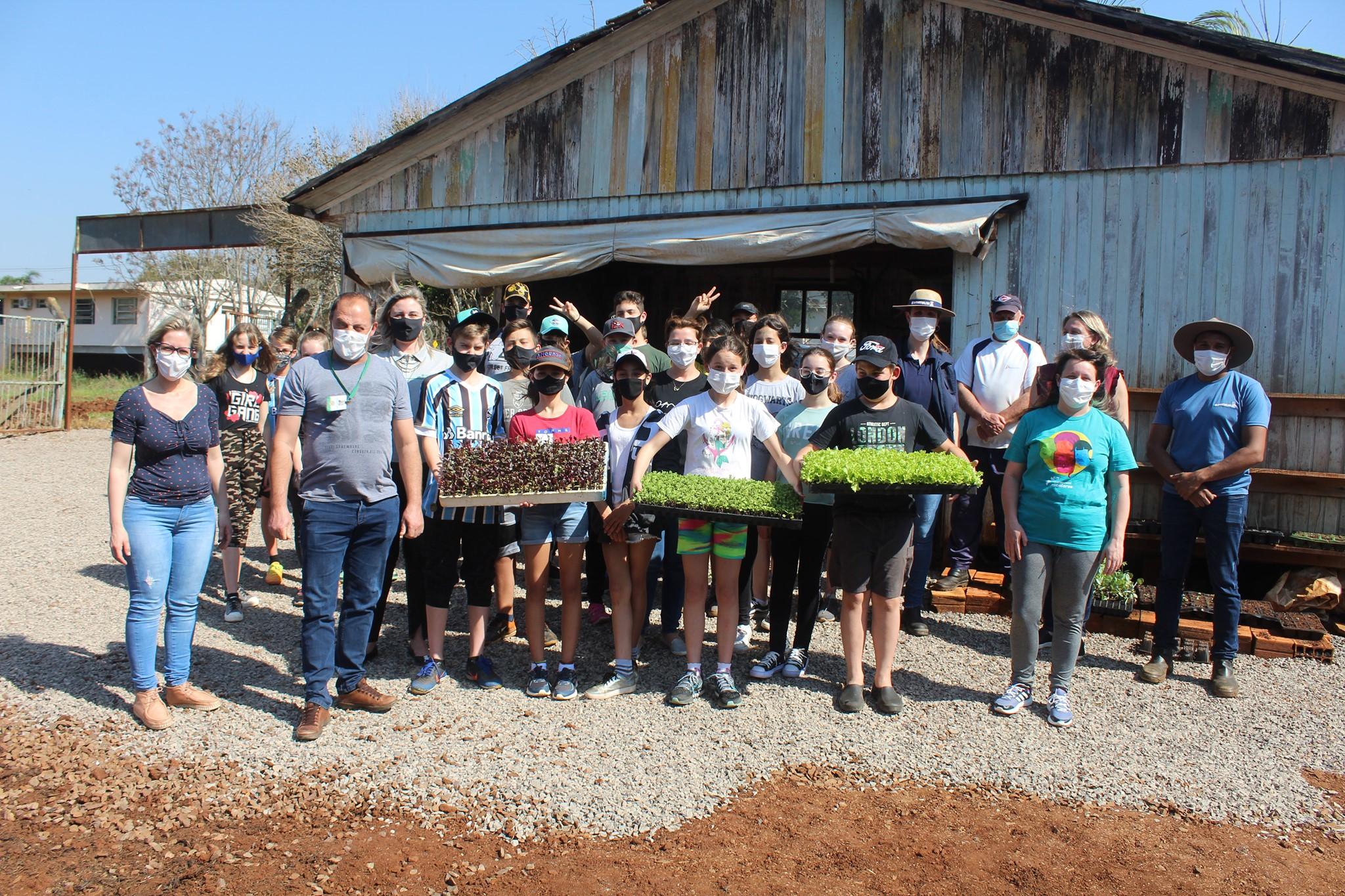 Victor Graeff faz revitalização do Viveiro Municipal e Projeto de Horta da Escola Leonel de Moura Brizola