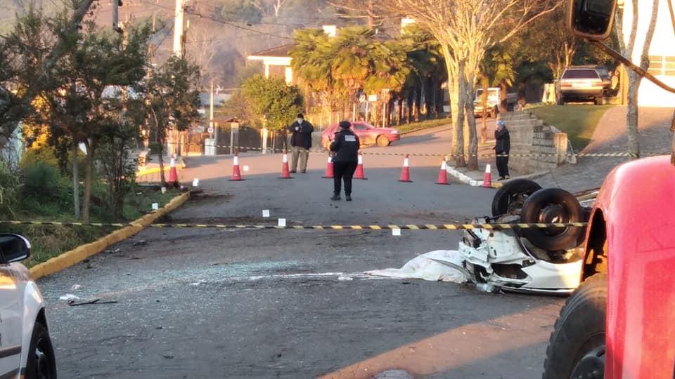 Jovem morre após perder o controle de veículo, capotar e bater em poste em Serafina Corrêa