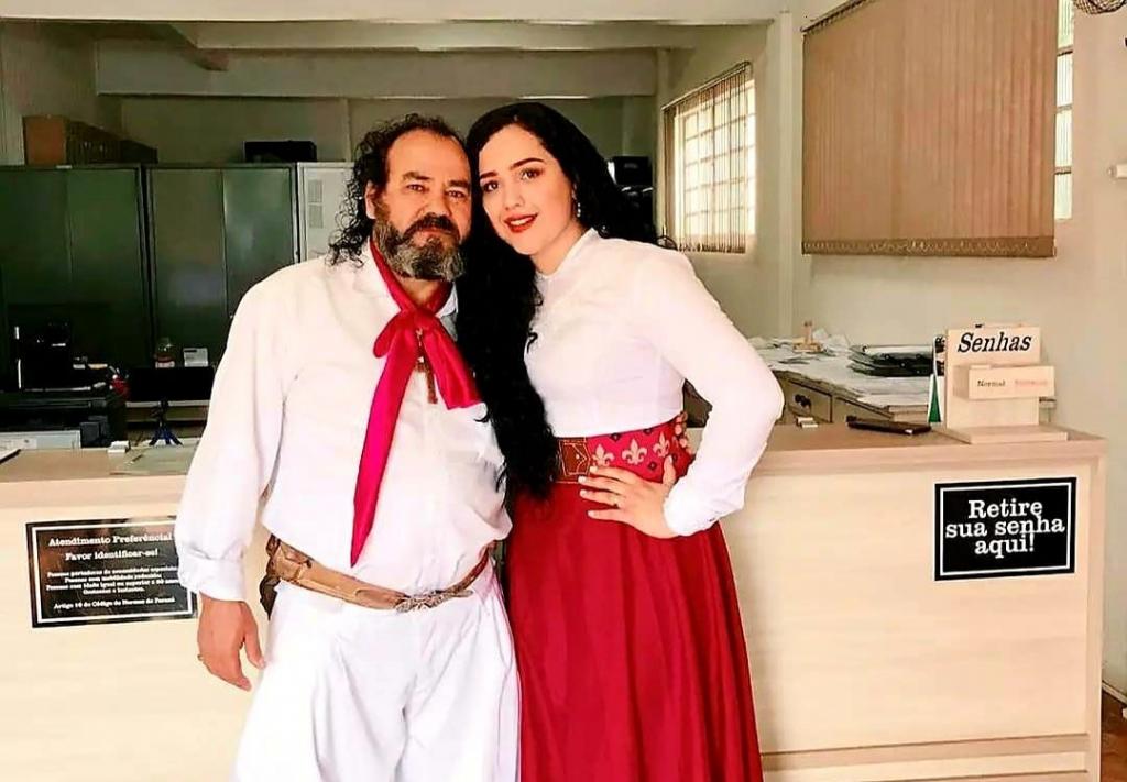 Cantor Baitaca se casa com gaitera no Paraná