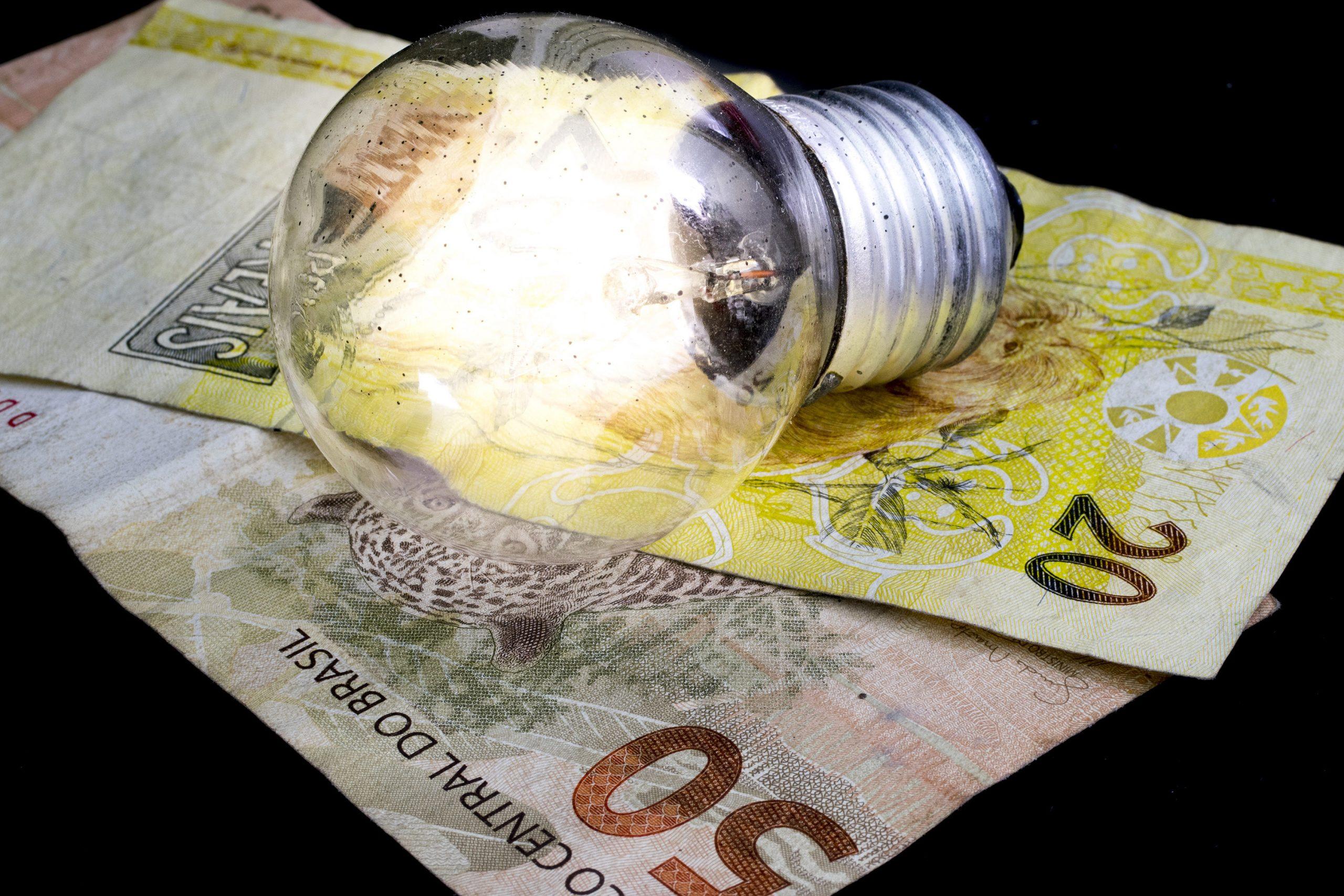 Conta de luz pode subir quase 17%, estima agência