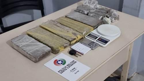 Quase 7 kg de maconha são apreendidos em Chapecó