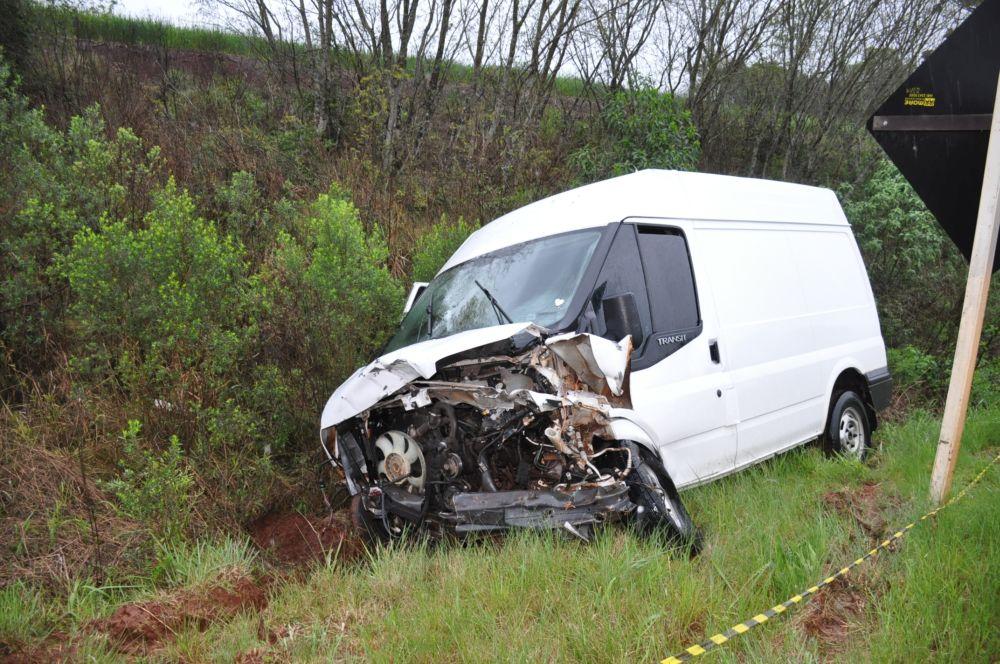 Acidente com vítima fatal na ERS 332 Tapera, envolve carro e furgão