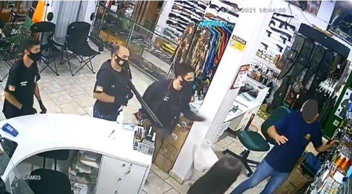 Loja de armas é assaltada em Erechim; bandidos são presos em Passo Fundo