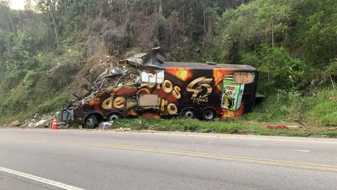 Vocalista dos Garotos de Ouro morre após acidente com ônibus do grupo