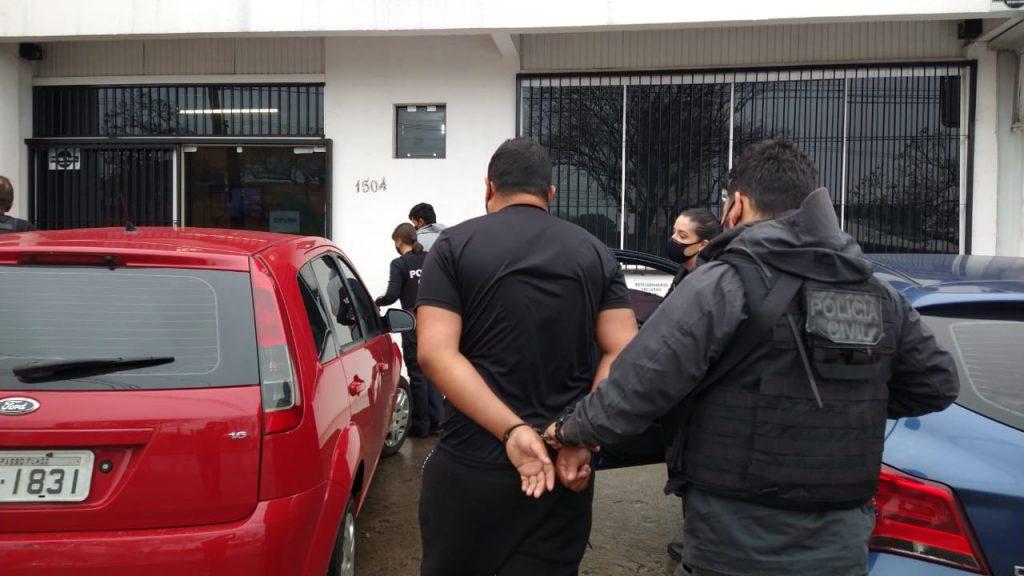 Polícia Civil prende dois criminosos envolvidos em assassinato em via pública