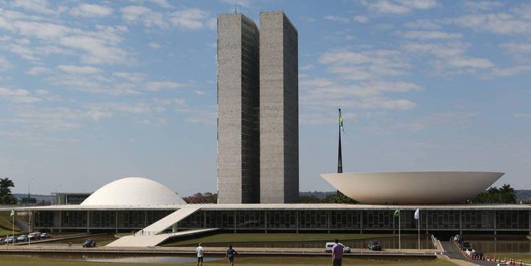 Senado derruba veto de Bolsonaro e mantém proibição de despejo durante pandemia da Covid-19