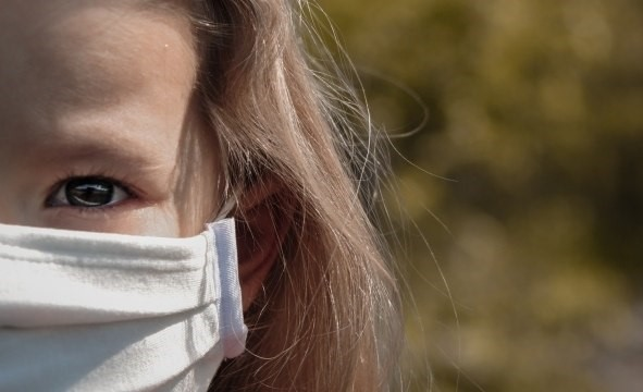 Defensoria obtém liminar que proíbe pai de visitar filha por não querer se vacinar contra a COVID