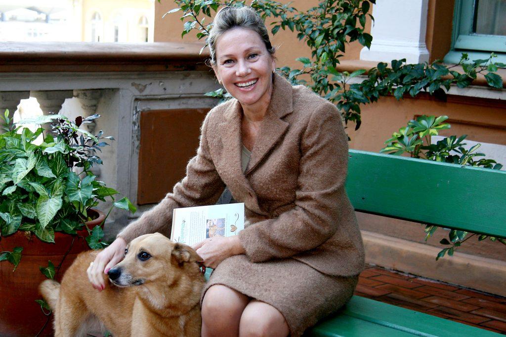 Secretária Regina Fortunati estará em NMT amanhã para falar sobre a causa animal