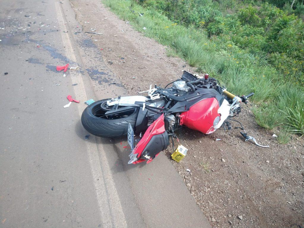 Motociclista morre após bater em carro na ERS-324 em Passo Fundo